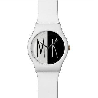 割れたモノトーンのなモノグラムの 腕時計