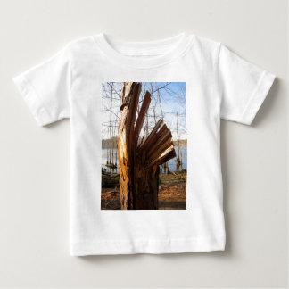 割れた木 ベビーTシャツ