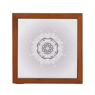 創造的な曼荼羅が付いている木製箱