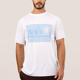 創造的思考およびアイディアのために考えられて Tシャツ