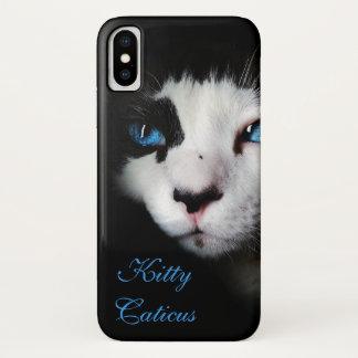 劇的で、神秘的な青い目のタキシード猫 iPhone X ケース