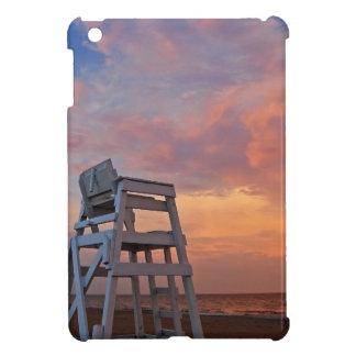 劇的な空が付いているライフガードの椅子 iPad MINI CASE
