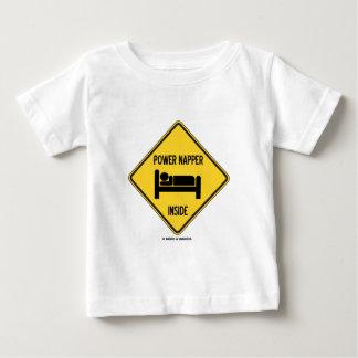 力のNapperの中の(睡眠の昼寝のベッド)印 ベビーTシャツ