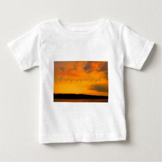 励まし、安心する美しい方法 ベビーTシャツ