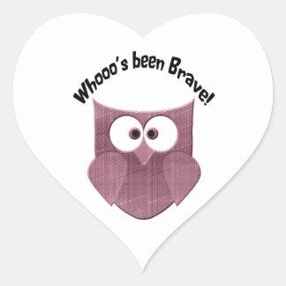 勇敢でかわいいピンクのフクロウ ハートシール