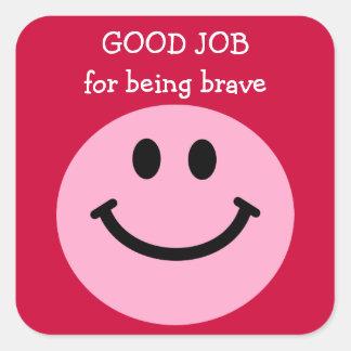 勇敢なピンクのスマイリーフェイスがあることのためのよい仕事 スクエアシール
