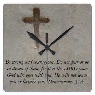 勇気についてのDeuteronomyの31:6の聖書の詩 スクエア壁時計