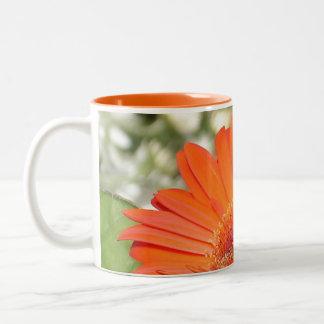 「勇気」の花のマグ ツートーンマグカップ