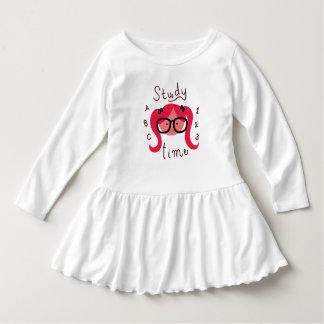勉強の時間! 幼児の女の子の長い袖の服 ドレス