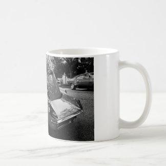 動きの性能の英語の1969年のシボレー・コルベット コーヒーマグカップ
