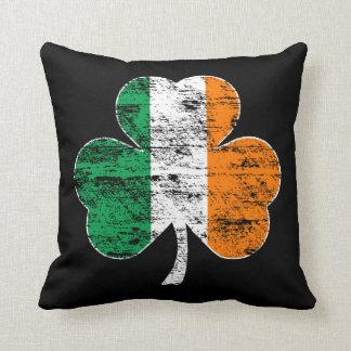 動揺してなアイルランドの旗のシャムロックのソファの枕 クッション