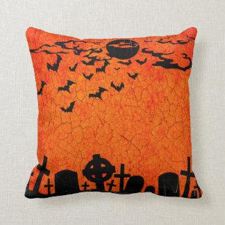 動揺してな墓地-ハロウィンのオレンジ黒いプリント クッション