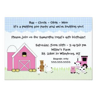 動物が付いているピンクの納屋の農場の誕生日の招待 カード