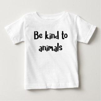 """""""動物に親切が""""のベビーのワイシャツあって下さい ベビーTシャツ"""