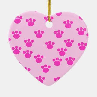 動物の足のプリント。 淡いピンクおよび明るいピンク セラミックオーナメント