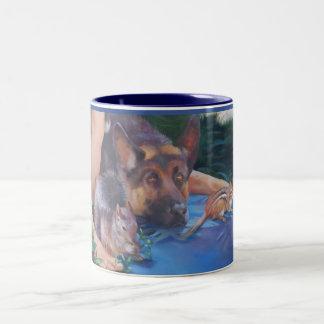 動物をジャーマン・シェパードのマグと示しているアダム ツートーンマグカップ