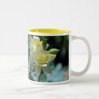 勝つ鳩の花の平均 ツートーンマグカップ