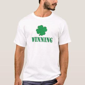 勝利シャムロック Tシャツ