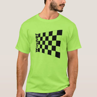 勝者のチェック模様の旗のTシャツを競争させているオートレース Tシャツ