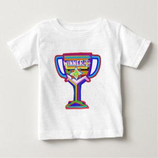 勝者のトロフィ:  アクリルの芸術 ベビーTシャツ