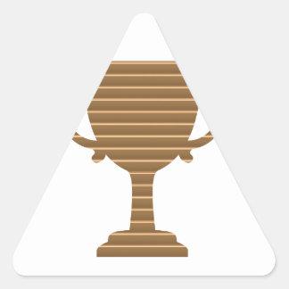 勝者の金ゴールドのトロフィのテンプレートは文字の挨拶を加えます 三角形シール