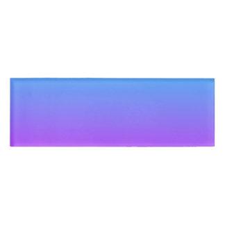 勾配の紫色の背景の名札 名札