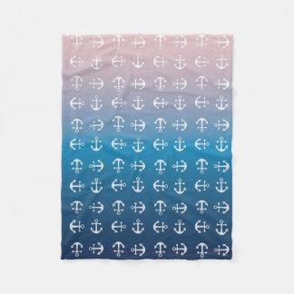勾配の青いピンク の航海のないかりパターン フリースブランケット