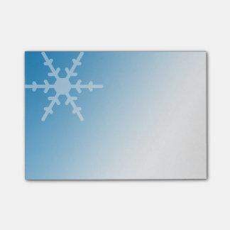 勾配の青の白い冬の雪片 ポストイット