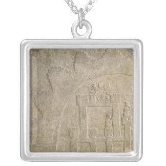 包囲の下の要塞、Nimrudから、イラク シルバープレートネックレス