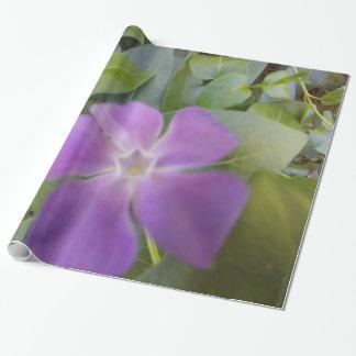 包装紙少し紫色の開花 ラッピングペーパー