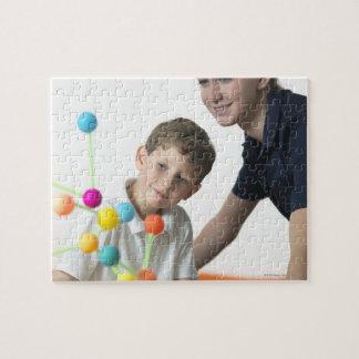 化学レッスン。 6歳の男の子および彼の先生 ジグソーパズル