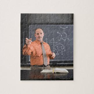 化学薬品の構造が付いている黒板による先生 ジグソーパズル