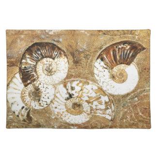 化石の貝が付いている有史以前の背景 ランチョンマット