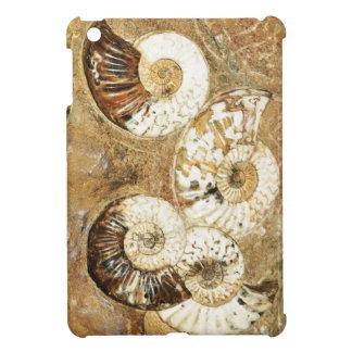 化石の貝が付いている有史以前の背景 iPad MINIケース