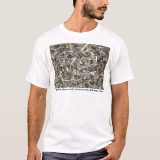化石の鮫の歯パターン Tシャツ