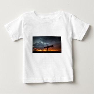 北の赤ん坊のTシャツの天使 ベビーTシャツ