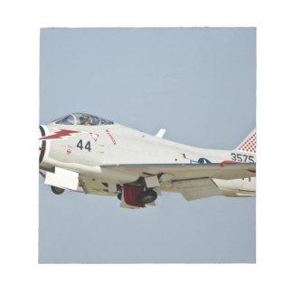 北アメリカの海軍FJ2激怒のジェット戦闘機の飛行 ノートパッド