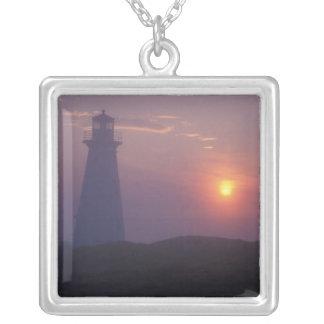 北アメリカ、カナダ、ニューファウンドランドの岬のやり、 シルバープレートネックレス
