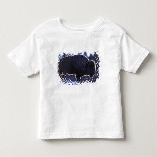 北アメリカ、ワイオミングのイエローストーンの国民 トドラーTシャツ