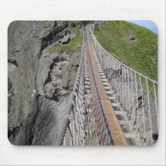 北歴史的なCarrick-a-redeのロープの釣り橋 マウスパッド