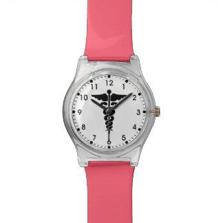 医学の記号のナースおよび医者 腕時計