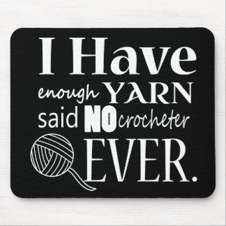 十分なヤーンのかぎ針編みが暗闇を制作しません マウスパッド