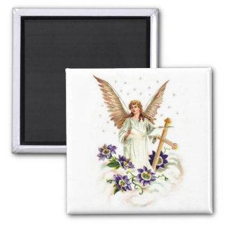 十字およびクレマチスの花との天使 マグネット