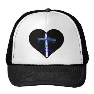 十字および薄いブルーラインとのIOATNOの黒いハート キャップ