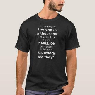 千の1つを捜します-暗い衣類 Tシャツ