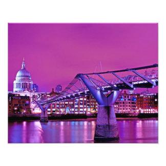 千年間橋ロンドンの夕べの眺め フォトプリント