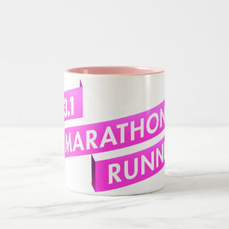 半分のマラソン選手のピンクのリボンの蟹座の認識度 ツートーンマグカップ