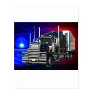 半警察が付いているトレーラートラックは背景をつけます ポストカード