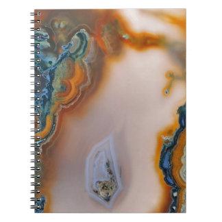 半透明なティール(緑がかった色)及び錆の瑪瑙 ノートブック