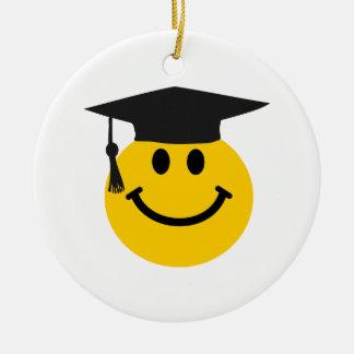 卒業の帽子が付いている大学院のスマイリーフェイス セラミックオーナメント
